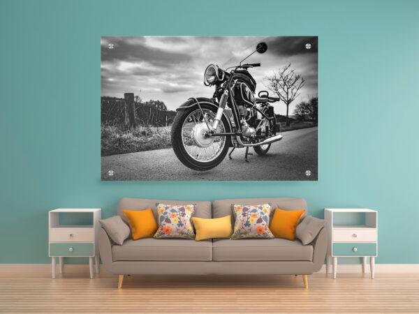 אופנוע שחור לבן זכוכית יחיד